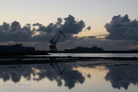 cantiere navale al tramonto - Castellammare di stabia (2883 clic)