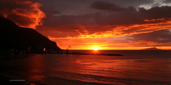 tramonto di fuoco - Castellammare di stabia (4748 clic)