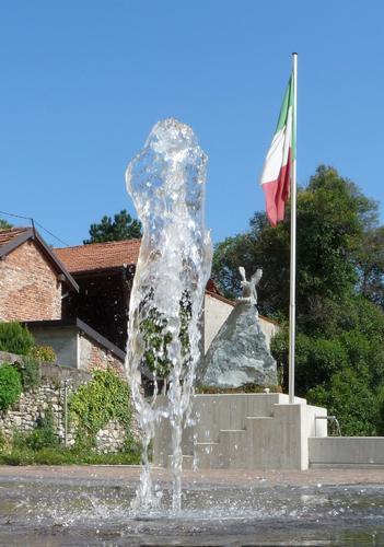 piazza degli alpini - Uggiate trevano (1344 clic)