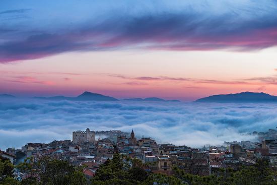 Montelepre tra la nebbia (8325 clic)