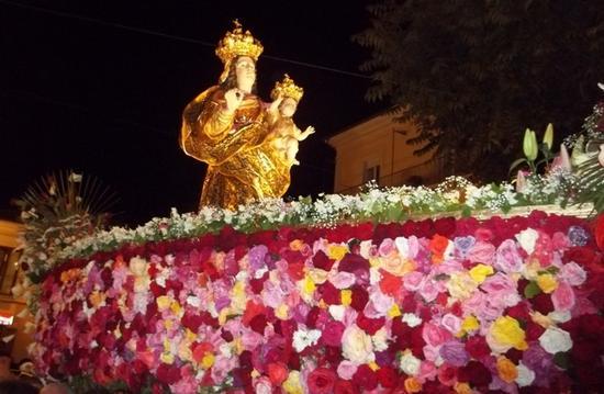 Processione Madonna nella barca - Tramutola (3784 clic)