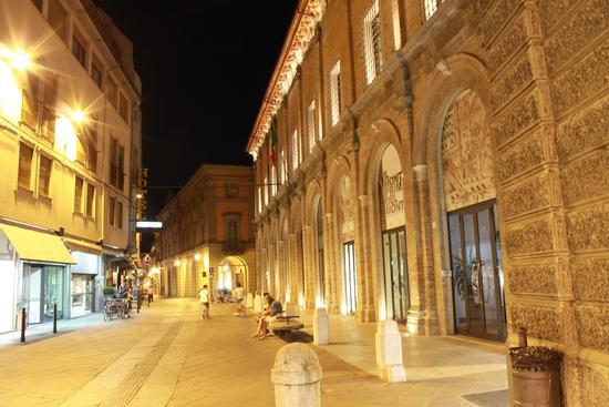 di notte a Forlì - FORLÌ - inserita il 06-Dec-11
