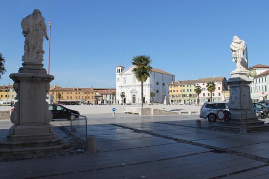 Piazza Palmanova (3933 clic)
