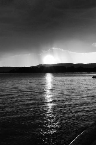 Lago Trasimeno al tramonto - PASSIGNANO SUL TRASIMENO - inserita il 27-Dec-11