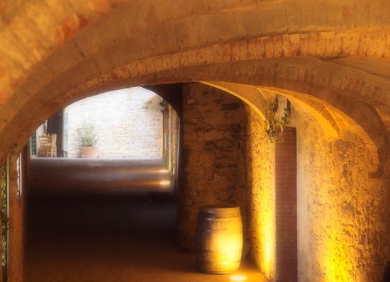 Vicolo seminterrato e illuminato - Castellina in chianti (1592 clic)