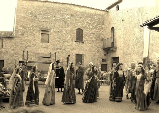 Corteo storico a Certaldo Alto (FI) (1191 clic)