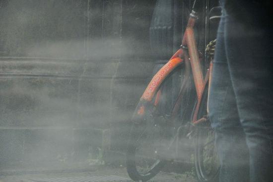la bicicletta arancione - Chiavari (1694 clic)