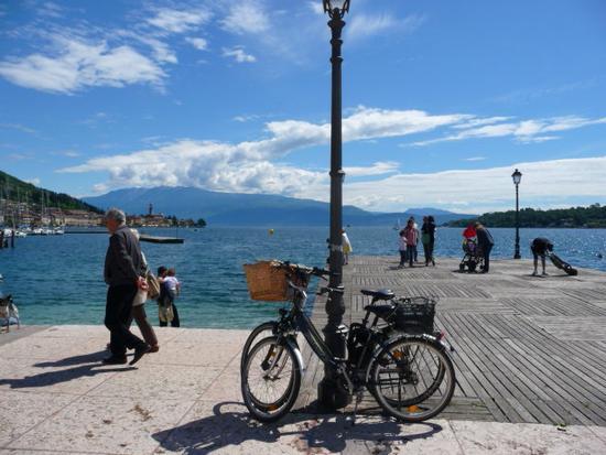 passeggiando in riva al lago - Salò (917 clic)