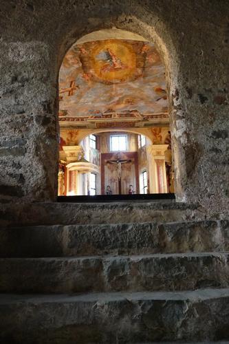 Ingresso della chiesa di S. Croce - Monastero - Chiusa (1213 clic)