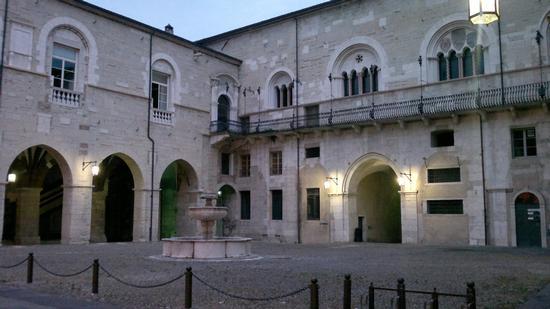 Il Broletto all'imbrunire - Brescia (614 clic)