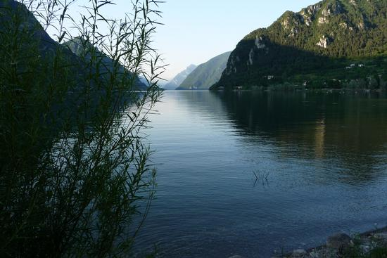 Lago d'Idro - arriva la sera - Crone (1054 clic)