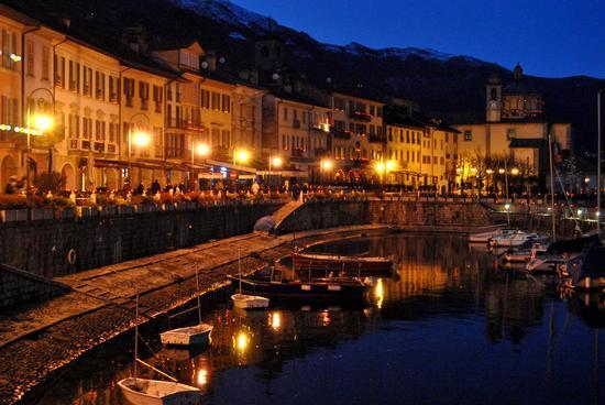 Luci la sera del miracolo a Cannobio (2494 clic)