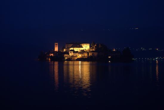 Orta San Giulio la sera (3910 clic)
