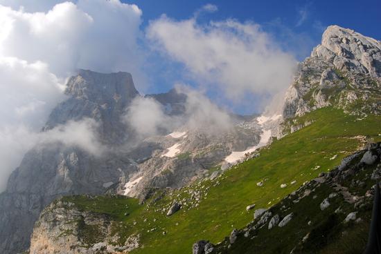 il gran sasso tra le nuvole - Prati di tivo (4080 clic)