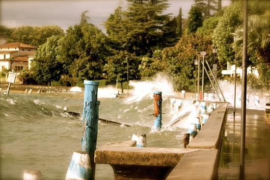 Lago infuriato - Gardone riviera (1539 clic)