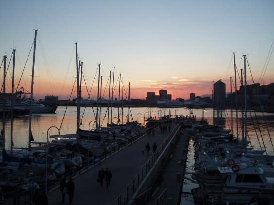 Il porto antico visto dall'Acquario - Genova (2609 clic)