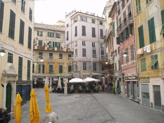 La piazza simbolo della movida - Genova (6312 clic)