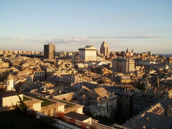 Il centro al sole del tramonto - Genova (3986 clic)