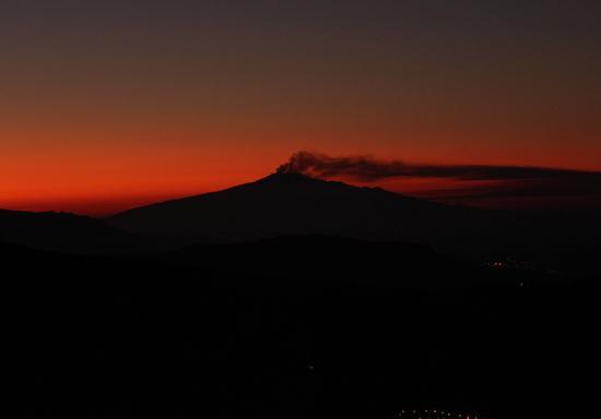 L'Etna all'aurora  - Petralia sottana (2326 clic)