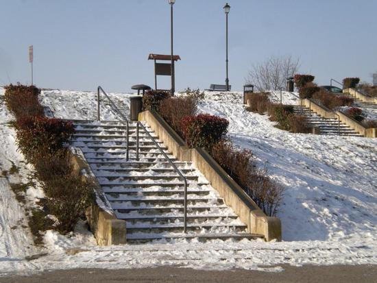scalinata - CASTELMASSA - inserita il 08-Feb-12