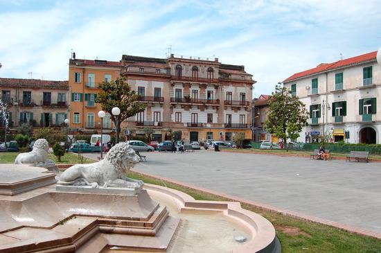 Piazza Mazzini - Santa maria capua vetere (2652 clic)