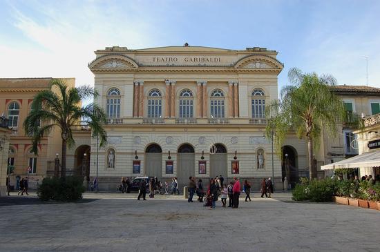 Teatro Garibaldi - Santa maria capua vetere (2680 clic)