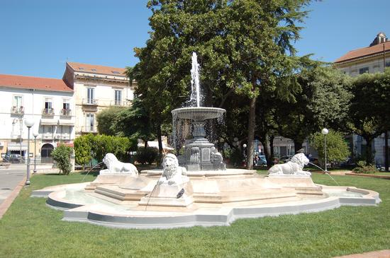 Piazza Mazzini - Fontana dei Leoni - Santa maria capua vetere (2670 clic)