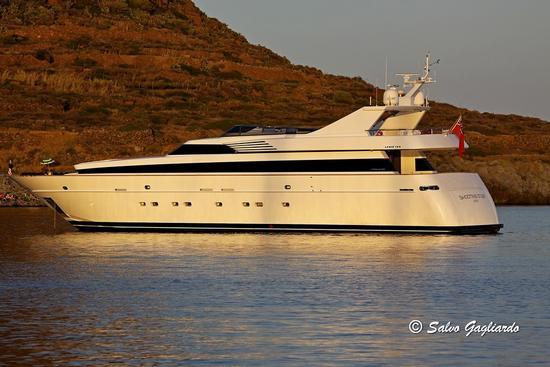 Yacht in rada  - Filicudi (2303 clic)