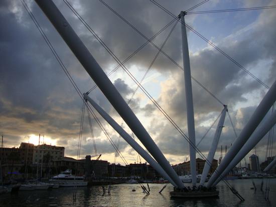 nuvole sul porto di Zena - Genova (2562 clic)