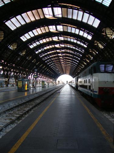 in partenza.. - Milano (1697 clic)