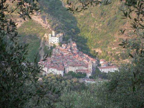 Dolceacqua e il Castello dei Doria (3785 clic)