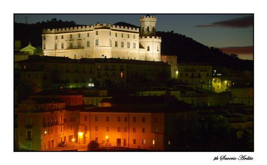 CORIGLIANO CAL. - NOTTURNO CON IL CASTELLO DUCALE - Corigliano calabro (2713 clic)