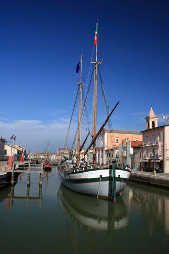 Porto canale con barca - Cesenatico (2268 clic)