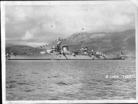 L'incrociatore Trento a Gaeta (2086 clic)