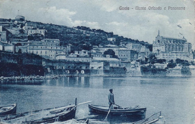 Il Mausoleo,la chiesa di San Francesco ed i bastioni che circondavano completamente la città - Gaeta (2676 clic)