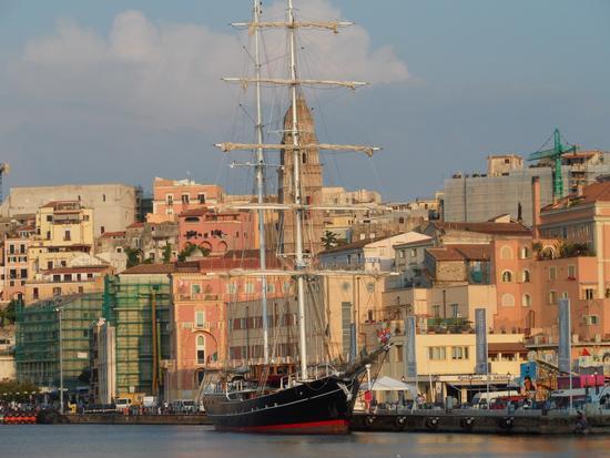 La nave Italia della Marina Militare - Gaeta (2402 clic)