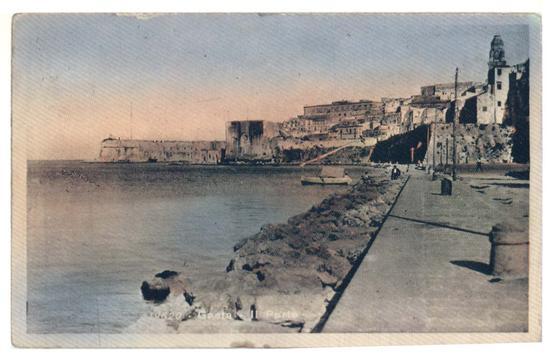 Piazzale Caboto,attualmente adibito a parcheggio-Il piazzale era interamente occupato dal mare - Gaeta (2886 clic)
