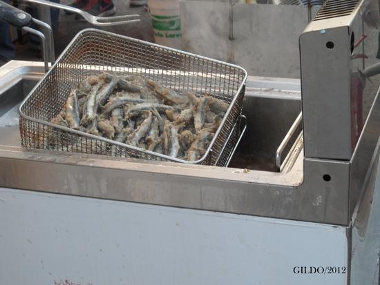 Alici   2, appena tolte dalla friggitrice - Gaeta (1531 clic)