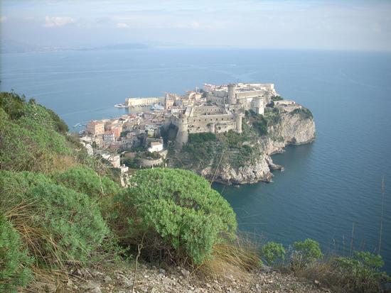 Il Centro Storico con il Castello - Gaeta (3020 clic)