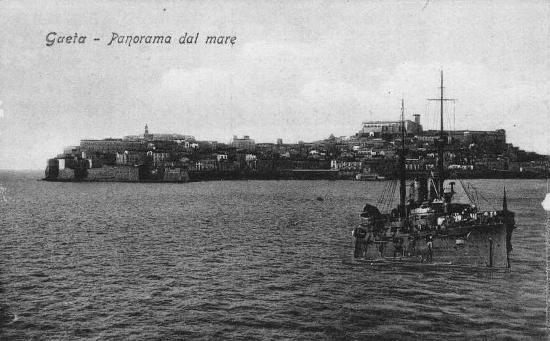 Gaeta-Il Centro Storico dal mare -1920 circa (3153 clic)