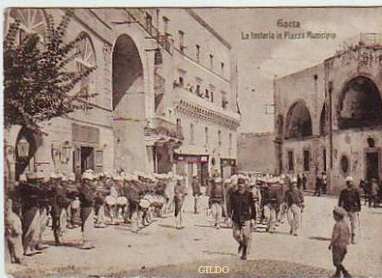 Gaeta - 1930 circa - Foto da cartolina - Via Faustina  (4598 clic)