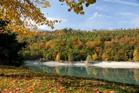 autunno sul lago  - Fiastra (4016 clic)