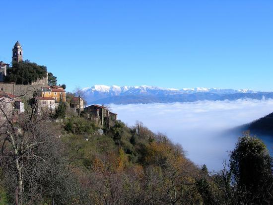 sopra la nebbia - Alpi apuane (1819 clic)