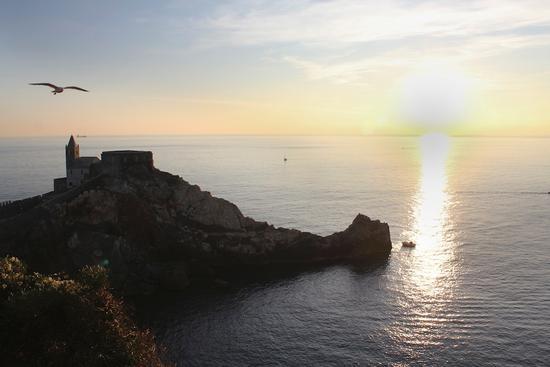 tramonto su S.Pietro - Porto venere (2654 clic)