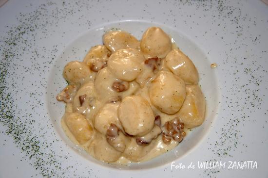 Gnocchi di patate con gorgonzola e noci - Rovigo (2929 clic)