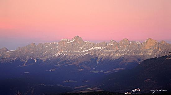 Ultime luci sul gruppo del Catinaccio  - Varena (5025 clic)