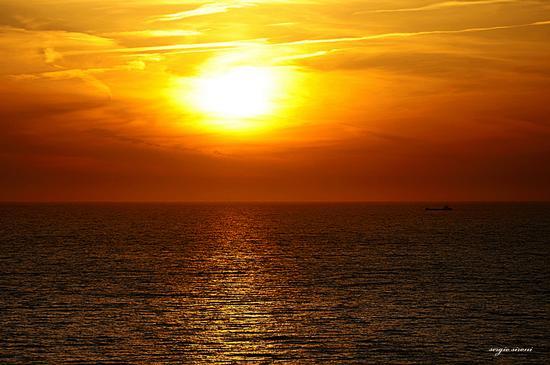 Tramonto in mezzo al mare - Isola d'elba (2586 clic)