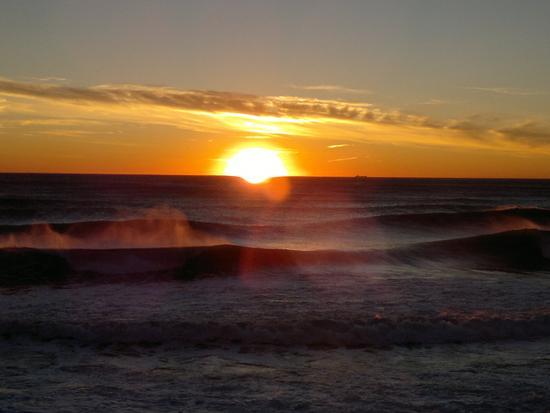 Mareggiata e tramontana a Levanto (1618 clic)