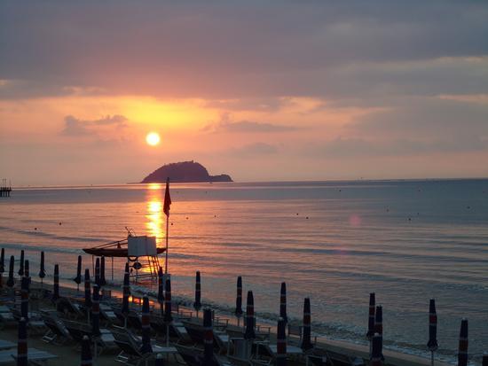 isola di Gallinara all'alba (678 clic)