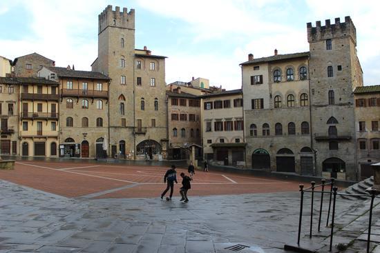 calcio in piazza - Arezzo (1609 clic)